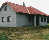 Dům z betonových skořepinových tvárnic