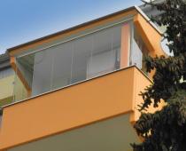 Je lepší mít zasklený balkón?
