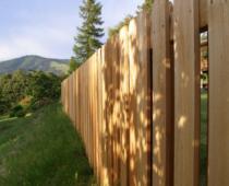 Jak si vyrobit dřevěný plot?